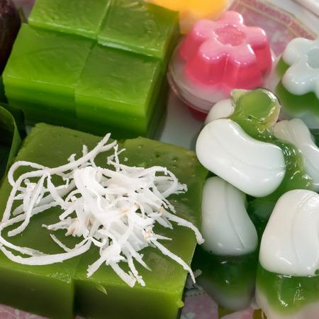 The group of Thai sweet dessert : Layer sweet cake (Kanom Chan), Green coconut sweet pudding (Kanom Piak Poon), Coconut milk jelly (Wun Kati). Reklamní fotografie