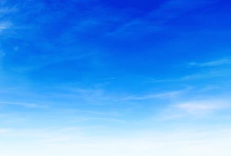 幻想的な柔らかな白い雲青空 写真素材 - 33904193