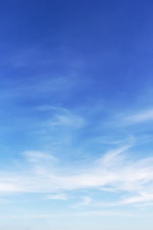흰 구름과 푸른 하늘 배경