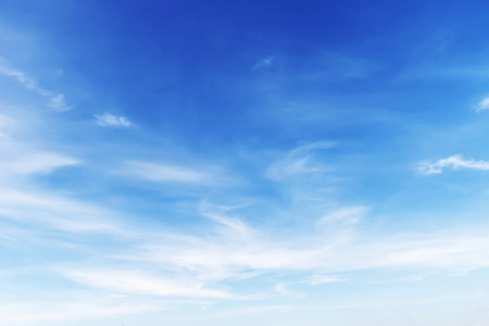 white clouds and blue sky background 版權商用圖片