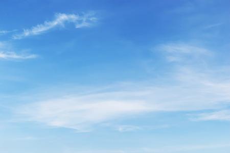 柔らかな白い雲青空の背景に素晴らしい。 写真素材 - 46810947