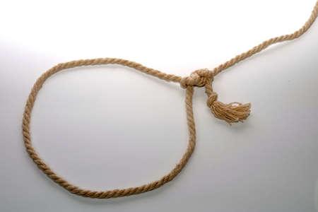 gefesselt: Seil gebunden in einem Knoten