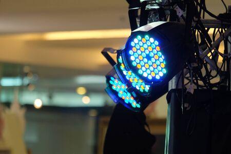 LED-Lichttechnik, LED PAR Bühne professionelle Beleuchtungseinrichtung farbig Standard-Bild - 61622106