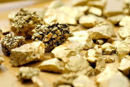 The pure gold ore found in the mine on a stone floor Archivio Fotografico