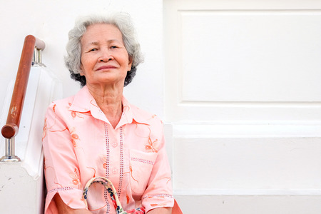 Older Asian women with grayish hair have smiling faces Standard-Bild - 103383726