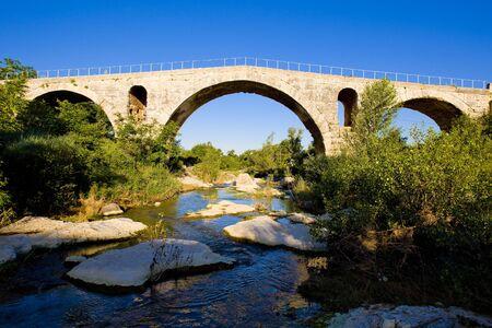 vaucluse: Pont Julien, Provence, France