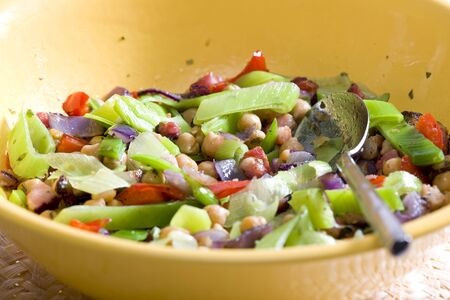 alimentation: warm salad with chick peas and leek Stock Photo