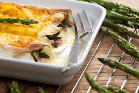 tortillas: baked tortillas with green asparagus and ham