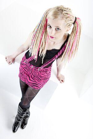 dreadlocks: joven de permanente con dreadlocks