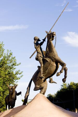 don quijote: Estatua de Don Quijote, campo de Criptana, Comunidad Autónoma de Castilla-La Mancha, España