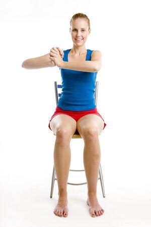 의자에 앉아 운동을하는 여자 스톡 콘텐츠