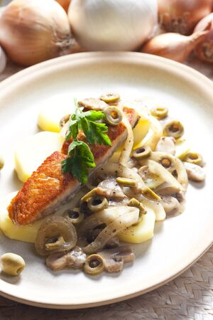champignons: baked salmon on champignons, onion and olives