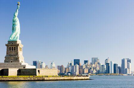 skylines: Statue of Liberty and Manhattan, New York City, USA Stock Photo