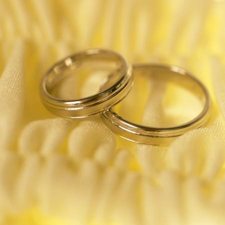 bodegones: anillos de boda  Foto de archivo
