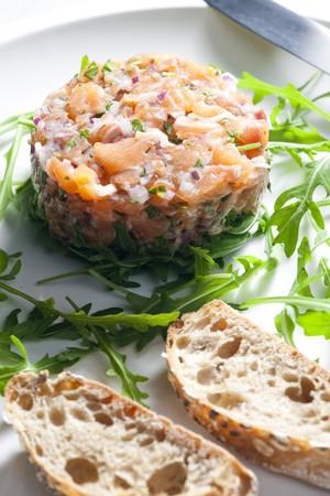 roquette: salmon tartare with ruccola
