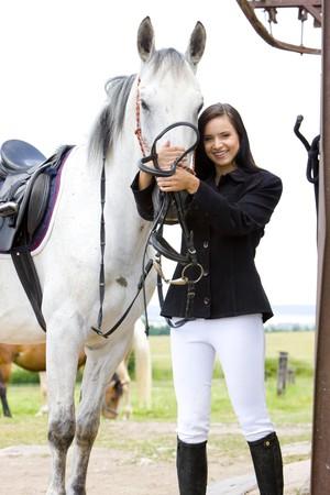 femme a cheval: �quitation avec cheval
