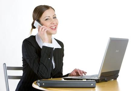 mobiele telefoons: telefoneren zakenvrouw met een laptop