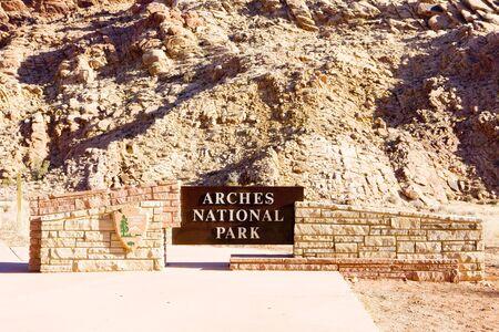 np: entrance, Arches NP, Utah, USA