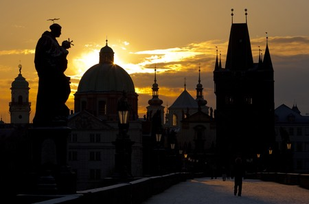 Charles Bridge at dawn, Prague, Czech Republic Stock Photo - 8133562