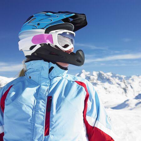 ski�r: vrouw skiër, de bergen van de Alpen, Savoie, Frankrijk