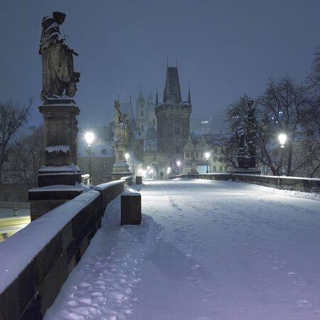 r�publique  tch�que: Pont Charles en hiver, Prague, R�publique tch�que Banque d'images