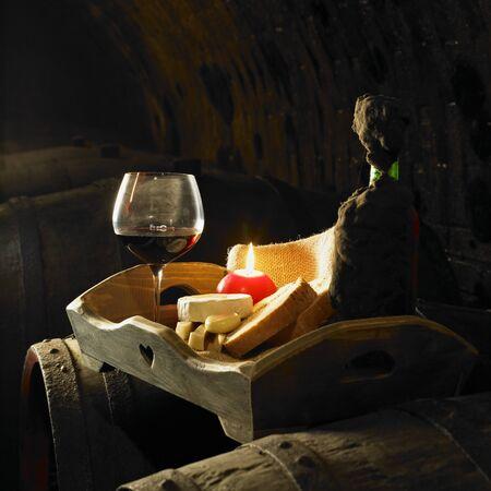 bread and wine: vino bodeg�n, bodega de Biza, Cejkovice, Rep�blica Checa Foto de archivo