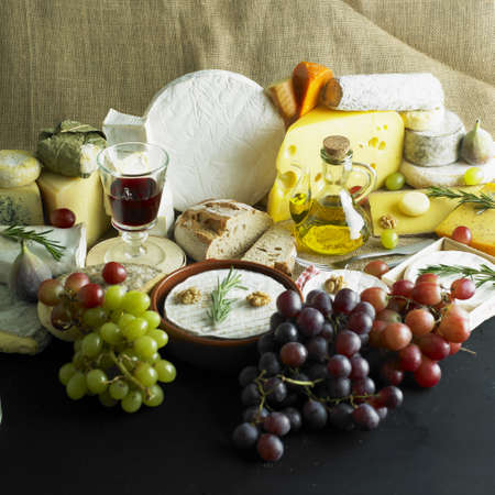 bodegones: queso Bodeg�n con vino tinto