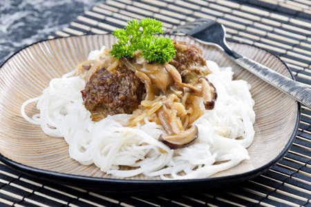 carne macinata: palline di carne macinata con funghi, la Asian