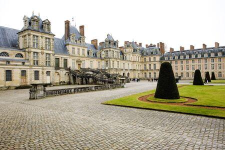 buidings: Palace Fontainebleau, �le-de-France, France