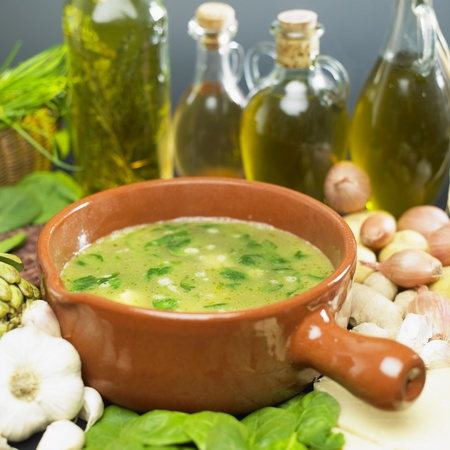 bodegones: sopa (bouillon) con espinacas