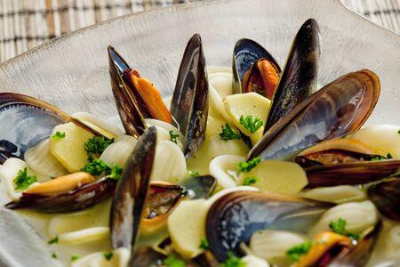 alimentation: mussels soup with pasta orecchiette