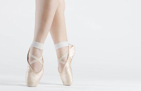 ballet cl�sico: detalle de bailarina de ballet pies de s