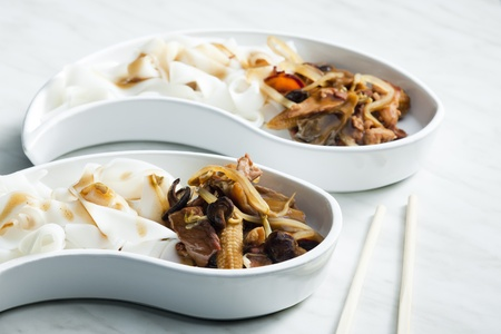 shitake: poultry meat with corn and shitake mushrooms