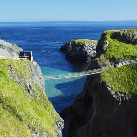 northern ireland: Carrick-a-rede Rope Bridge, County Antrim, Northern Ireland