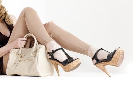 Hose: Detail der Sitzung Frau Sommer Schuhe mit einer Handtasche Lizenzfreie Bilder