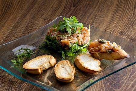 ruccola: salmon tartar with ruccola