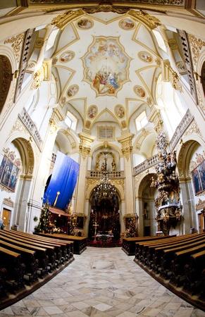 peregrinación: interior de la iglesia de peregrinaci�n, Wambierzyce, Polonia