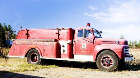 voiture de pompiers: pompe � incendie ancienne, Maine, USA