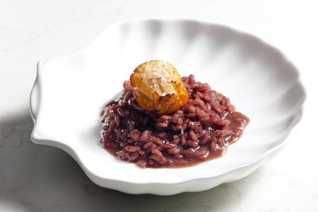 mollusc: fried Saint Jacques mollusc on risotto steamed with red wine
