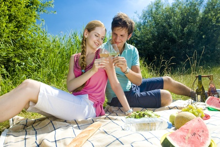blonde haired: couple at a picnic