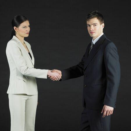 manos estrechadas: empresarios