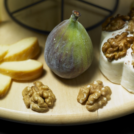 aliment: cheese still life with fig