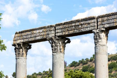 Roman temple: cerca del Templo Romano, Riez, Provenza-Alpes-Costa Azul, Francia Foto de archivo
