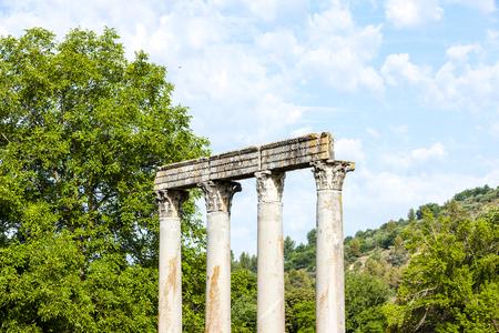 templo romano: cerca del Templo Romano, Riez, Provenza-Alpes-Costa Azul, Francia Foto de archivo