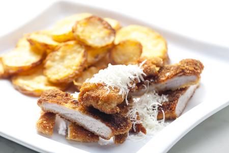 Parmesan: fried Parmesan pork fillet with Parmesan potatoes