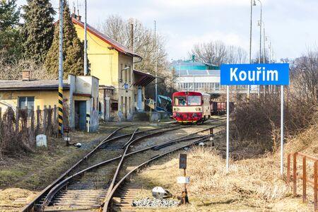 motor de carro: carro de motor a la estación de tren de Kourim, República Checa