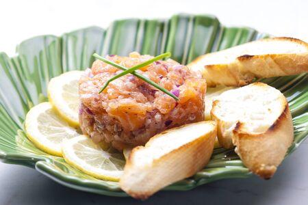 cebolla roja: tartar de salm�n con cebolla roja