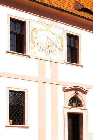 reloj de sol: reloj reloj de sol en el monasterio de Milevsko, República Checa Foto de archivo