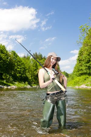 pêche à la femme dans la rivière, la République tchèque