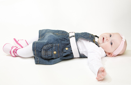 6 12 months: lying down baby girl Stock Photo